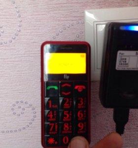 Телефон с фонариком(Дедушкофон FLY EZZY2