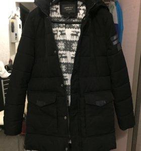 Курточка зимняя, удлиненная, очень тёплая.