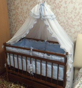 Кроватка в комплекте с балдахином