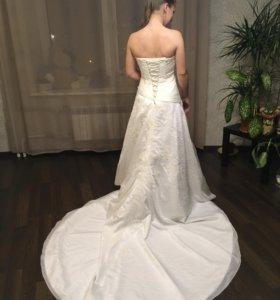 Свадебное платье 46-50 р. со шлейфом и аксессуары