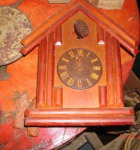 Старинные настенные часы с кукушкой и ходики СССР