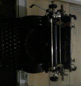 Старинная печатная машинка Олимпия