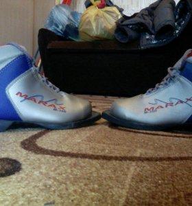 Лыжи.37 размер ботинок.