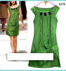 Платье изумрудного цвета р.42