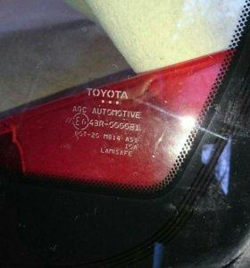 Лобовое стекло на Toyota corolla 2013