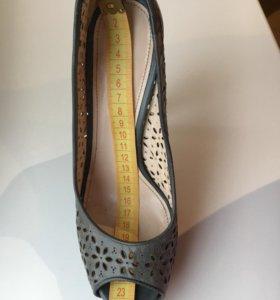 Кожаные туфли PRADA оригинал