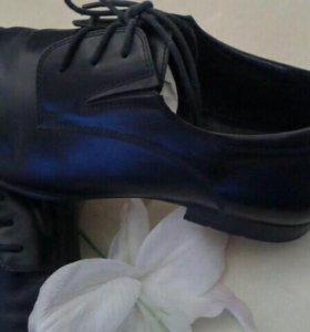 Фирменные туфли.Кожа.