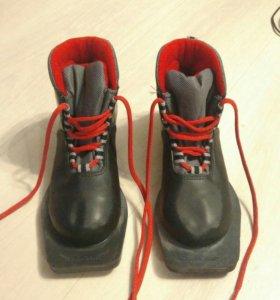 Ботинки для лыж. 33 размер.