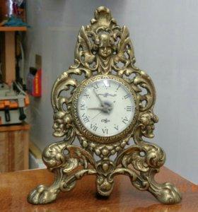 Настольные часы в корпусе из бронзы