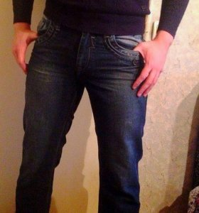 Темно-синие джинсы, мужские.