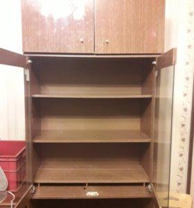 Шкаф с тремя секциями