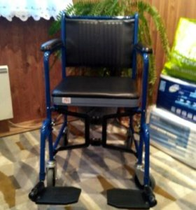 Кресло каталка с санитарным устройством