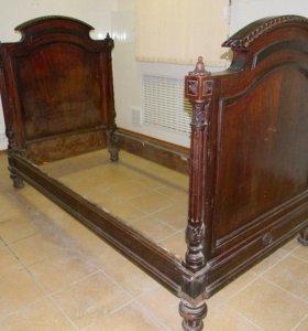 кровать резная старинная 19 век.