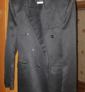 Два пиджака в хорошем состоянии