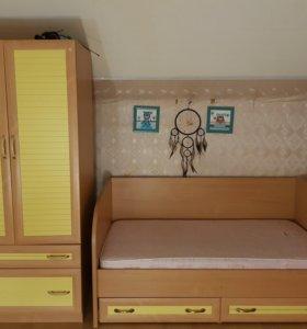 Кровать, шкаф