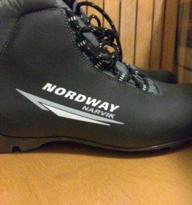 Мужские Новые ботинки для лыж.