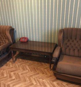 2 кресла и столик