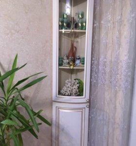Угловой витринный шкаф