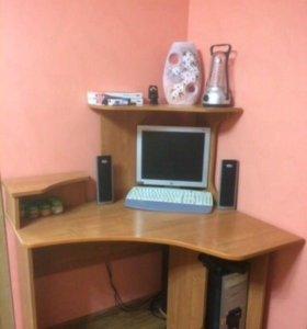 Компьютер в сборе со столом