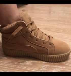 Зимнее кроссовки новые