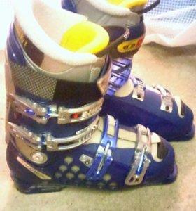 Продам ботинки горнолыжные с сумкой