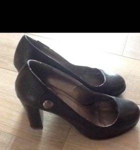 Туфли чёрные 39 рр