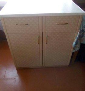Продам Кухонные стол и шкаф в отличном состоянии