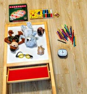 Мольберт, игрушки, пластелин, игра Словодел итд