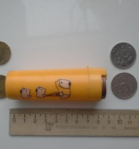 Круглая пластмассовая монетница.