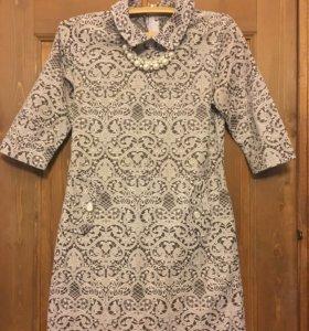 Нарядное кружевное платье с воротничком