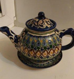 Чайник заварочный и чайная тарелка