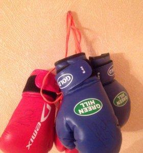 Перчатки боксерские с автографом Н.Валуева