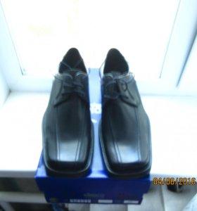 Ботинки черные летние,новые в коробке.