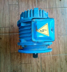 Электродвигатель трехфазный с тормозом