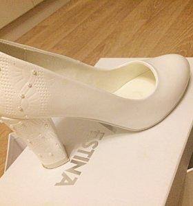 Свадебные туфли с жемчугом НОВЫЕ 35 размер