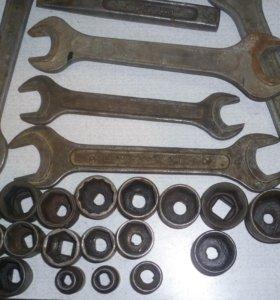 Инструментальные головки и ключи.