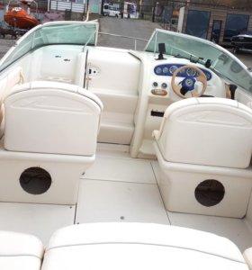 Каютный катер Sea Ray 225 Weekender