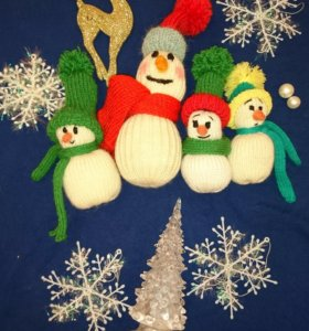 Вязаные снеговики ручной работы