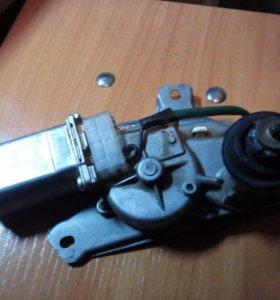 Мотор заднего дворника тоуота рактис