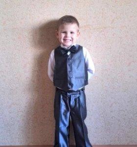 Продам костюм на мальчика р104