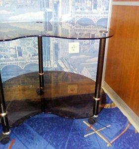 Новый стеклянный стол на колесиках