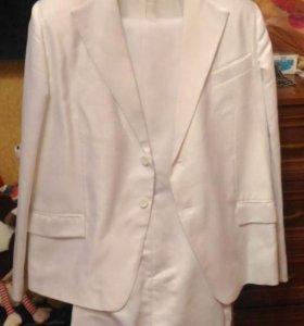 Свадебный белый мужской костюм