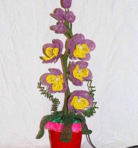 Цветок - светильник из бисера.