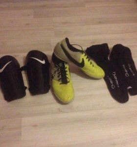 Футзалки(Nike), гетры(Demix), щитки(Nike)