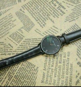 Новые кварцевые часы. Продаю из-за ненадобности