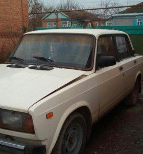 Автомобиль ваз 2105 .1996 года