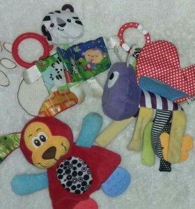 Погремушки и подвесные игрушки в кроватку