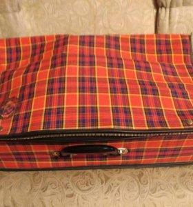 Винтажный чемодан с гербом СССР