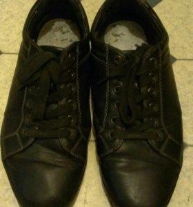 Отдам даром мужскую обувь