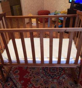 Детская кровать с матрасом и клеёнкой